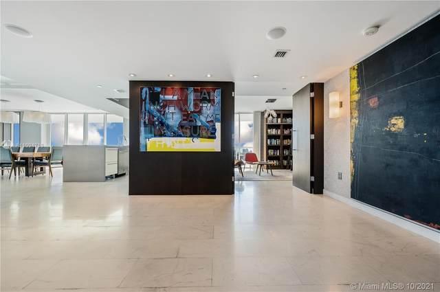 10 Venetian Way #2204, Miami Beach, FL 33139 (MLS #A11094718) :: Jose Laya