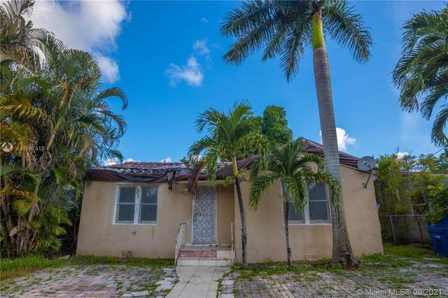 2231 NW 86th St, Miami, FL 33147 (MLS #A11097413) :: The Riley Smith Group