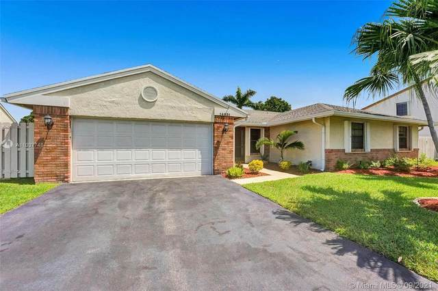 14531 Greenbriar Pl, Davie, FL 33325 (MLS #A11097748) :: Onepath Realty - The Luis Andrew Group