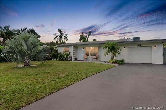 1110 N 31st Ct, Hollywood, FL 33021 (MLS #A11097876) :: Douglas Elliman