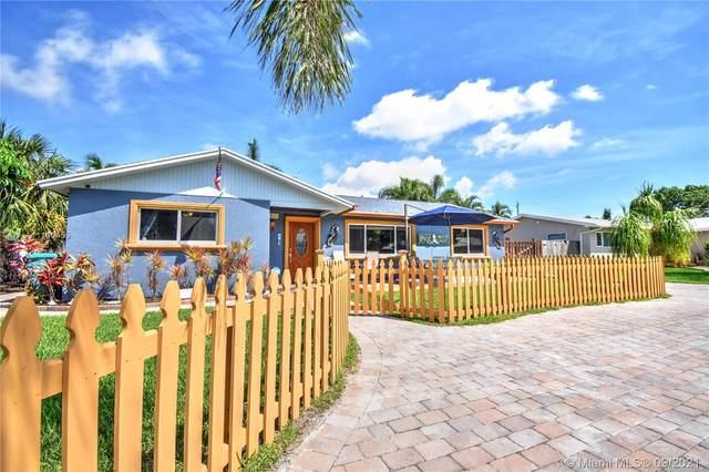 915 SW 27th Pl, Boynton Beach, FL 33435 (#A11100455) :: Posh Properties