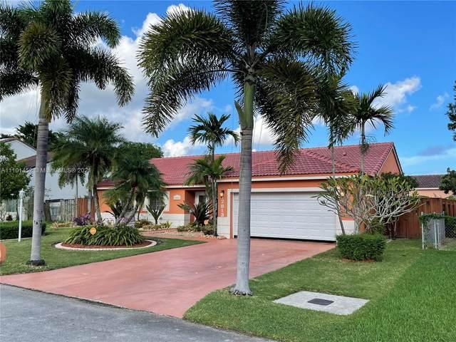 17813 SW 137th Pl, Miami, FL 33177 (MLS #A11101452) :: Castelli Real Estate Services
