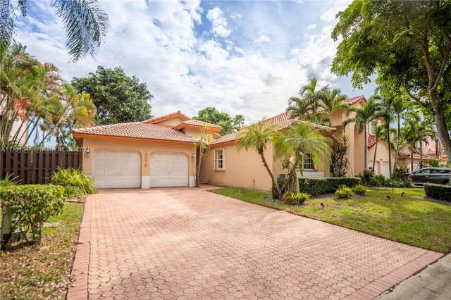 10876 NW 58th Ter, Doral, FL 33178 (MLS #A11101547) :: The Pearl Realty Group