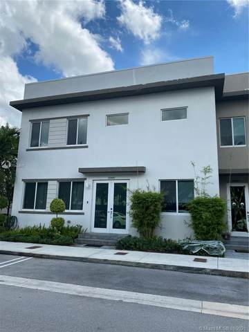 10440 NW 67th St, Doral, FL 33178 (MLS #A11103517) :: Castelli Real Estate Services