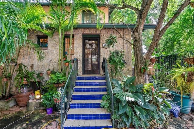 3041 Oak Ave, Miami, FL 33133 (MLS #A11104765) :: Castelli Real Estate Services
