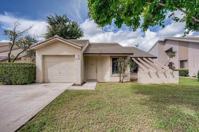 5925 Strawberry Lakes Circle, Lake Worth, FL 33463 (#A11105305) :: Posh Properties