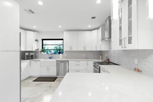 1719 Lenox Ave, Miami Beach, FL 33139 (MLS #A11105522) :: Rivas Vargas Group