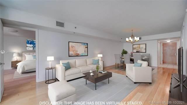 1200 Brickell Bay Dr #2109, Miami, FL 33131 (MLS #A11109526) :: Castelli Real Estate Services