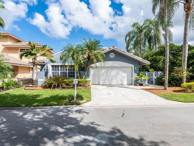 2092 Island Cir, Weston, FL 33326 (MLS #A11111464) :: All Florida Home Team
