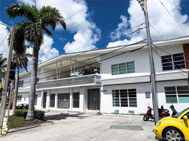 8080 Tatum Waterway Dr #10, Miami Beach, FL 33141 (MLS #A10723078) :: The Paiz Group