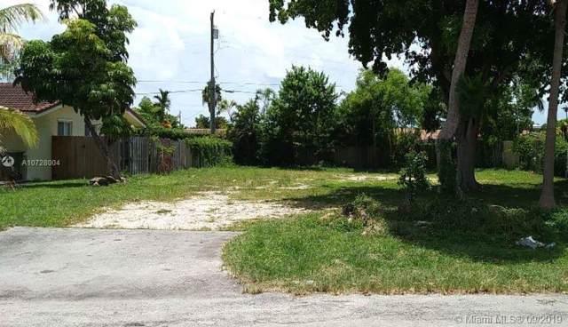 11620 Canal Dr, North Miami, FL 33181 (MLS #A10728004) :: Albert Garcia Team
