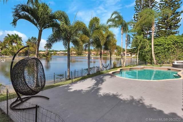 10621 NW 18th Ct, Plantation, FL 33322 (MLS #A10839257) :: Berkshire Hathaway HomeServices EWM Realty