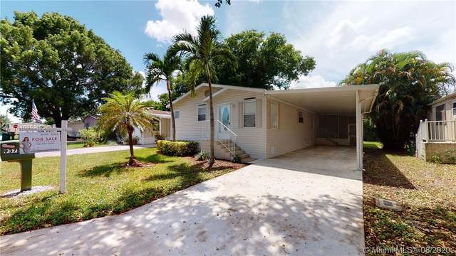 937 SW 132 Ter, Davie, FL 33325 (MLS #A10910153) :: Berkshire Hathaway HomeServices EWM Realty