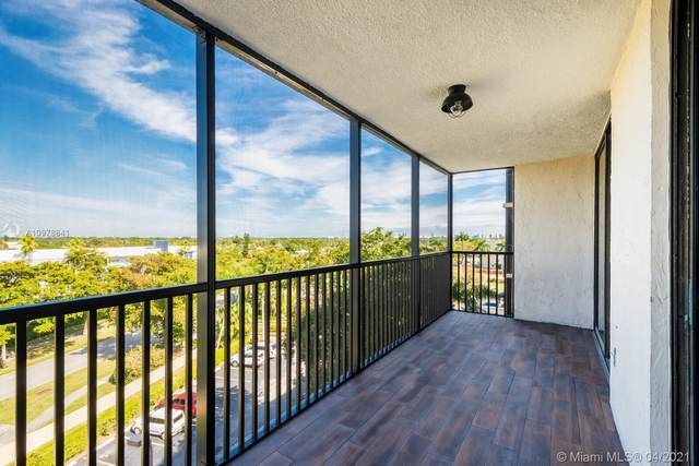 900 NE 195th St #607, Miami, FL 33179 (MLS #A10978841) :: The Howland Group