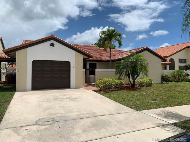 40 Columbia Ct, Deerfield Beach, FL 33442 (MLS #A11042001) :: The Riley Smith Group