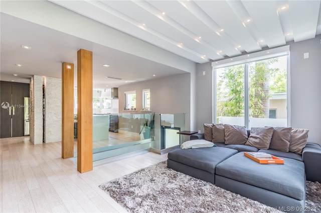 1024 Lenox Ave Th 4, Miami Beach, FL 33139 (MLS #A11044130) :: Castelli Real Estate Services