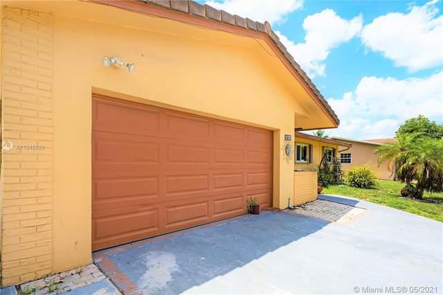 270 Lake Dr, Coconut Creek, FL 33066 (MLS #A11045920) :: Castelli Real Estate Services