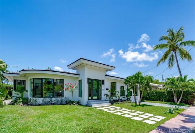 910 W 43rd Ct, Miami Beach, FL 33140 (MLS #A11048272) :: Team Citron