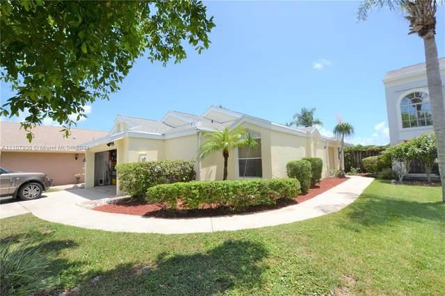 16 Swallow Dr, Boynton Beach, FL 33436 (#A11107936) :: Posh Properties