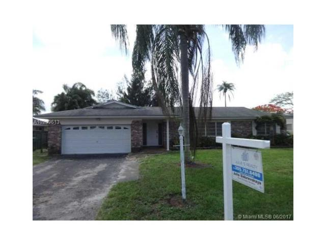 2461 SW 86th Ave, Davie, FL 33324 (MLS #A10299613) :: RE/MAX Presidential Real Estate Group