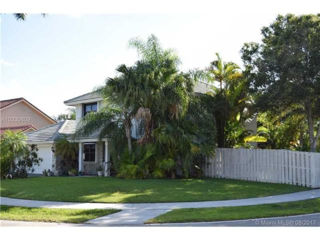 1020 Ivydale Ter, Davie, FL 33325 (MLS #A10330809) :: The Chenore Real Estate Group