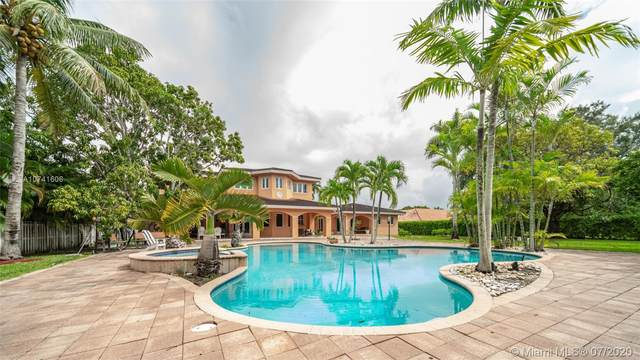 8940 SW 118th St, Miami, FL 33176 (MLS #A10741606) :: The Riley Smith Group