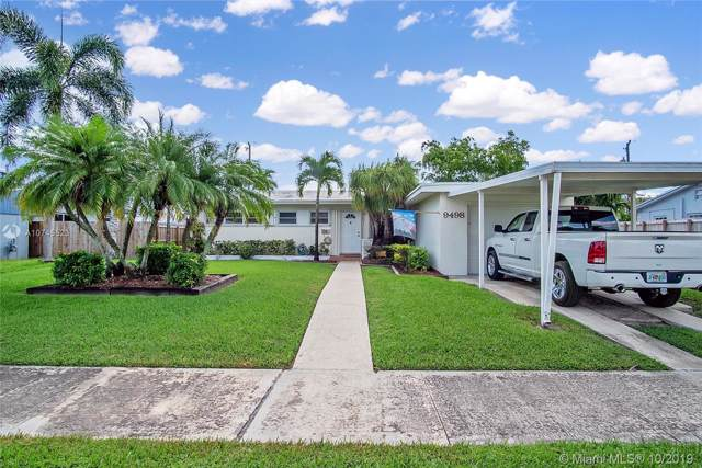 9498 Haitian Dr, Cutler Bay, FL 33189 (MLS #A10745523) :: Laurie Finkelstein Reader Team