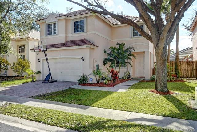 9928 NW 19th St, Pembroke Pines, FL 33024 (MLS #A10980917) :: The Riley Smith Group