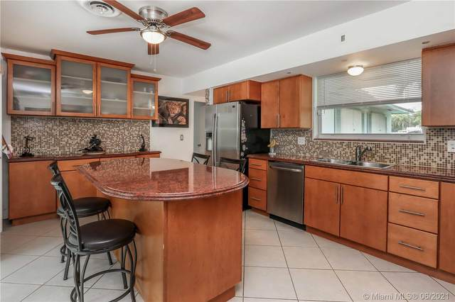 1124 N 13th Ave, Hollywood, FL 33019 (MLS #A11016036) :: The Teri Arbogast Team at Keller Williams Partners SW