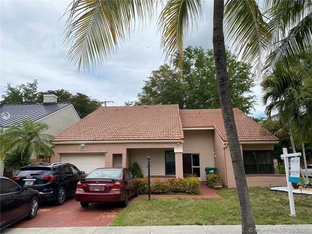 8800 SW 150th Place Cir, Miami, FL 33196 (MLS #A11037882) :: Team Citron