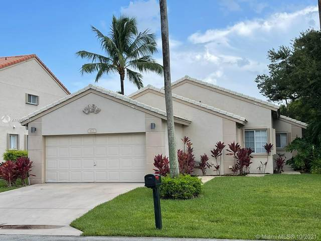 672 NW 45th Ave, Deerfield Beach, FL 33442 (MLS #A11080588) :: Castelli Real Estate Services