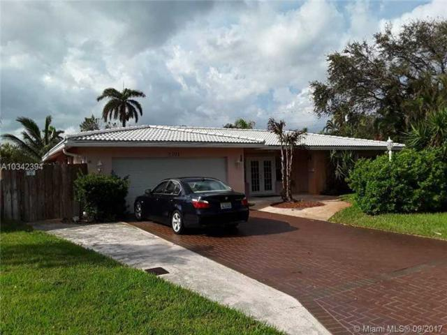 2701 NE 52nd St, Lighthouse Point, FL 33064 (MLS #A10342394) :: Castelli Real Estate Services