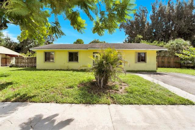 4230 SW 55th Ave, Davie, FL 33314 (MLS #A11068361) :: Green Realty Properties