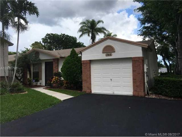 744 Cumberland Ter, Davie, FL 33325 (MLS #A10330798) :: The Chenore Real Estate Group