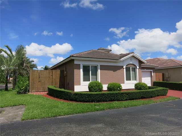 8105 SW 158th Pl, Miami, FL 33193 (MLS #A11044610) :: Team Citron