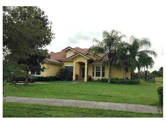 12972 SW 26 ST, Davie, FL 33325 (MLS #A2015528) :: United Realty Group
