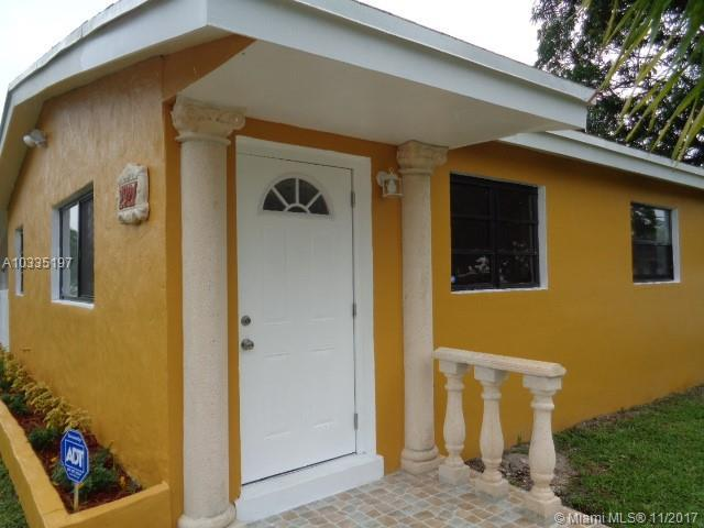 2921 NW 157th St, Miami Gardens, FL 33054 (MLS #A10335197) :: The Teri Arbogast Team at Keller Williams Partners SW