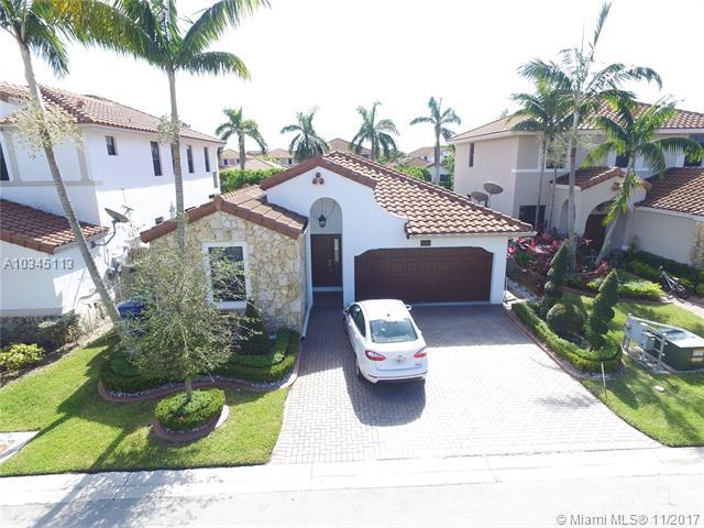 9826 NW 10th St, Miami, FL 33172 (MLS #A10345113) :: The Teri Arbogast Team at Keller Williams Partners SW