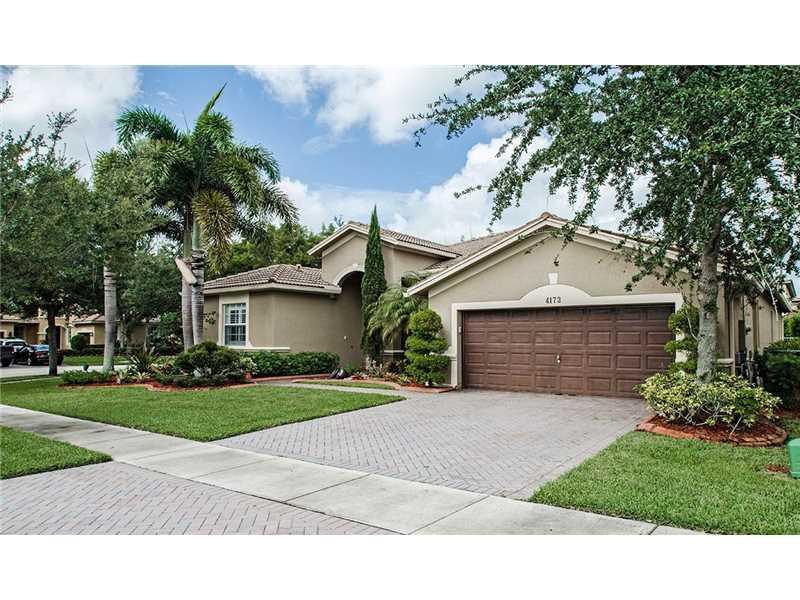 4173 E Gardenia Ave, Weston, FL 33332 (MLS #A10151907) :: United Realty Group