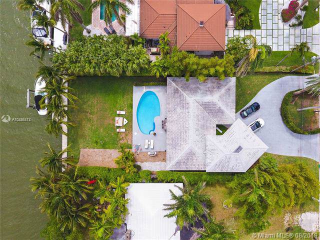 1055 Belle Meade Island Dr, Miami, FL 33138 (MLS #A10456413) :: Ray De Leon with One Sotheby's International Realty