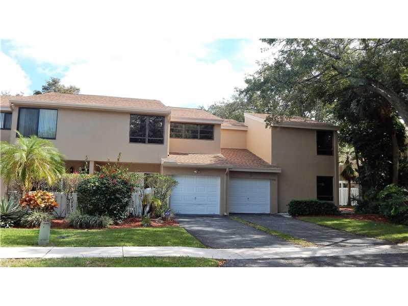 9886 Fairway Cove Ln #0, Plantation, FL 33324 (MLS #A10148459) :: United Realty Group
