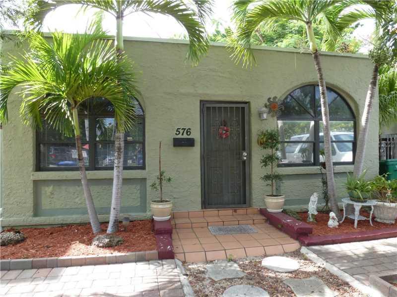 576 NE 71st St, Miami, FL 33138 (MLS #A10150236) :: United Realty Group