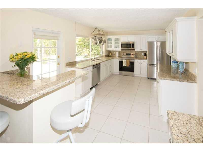 1361 NW 94th Ter, Plantation, FL 33322 (MLS #A10155201) :: United Realty Group