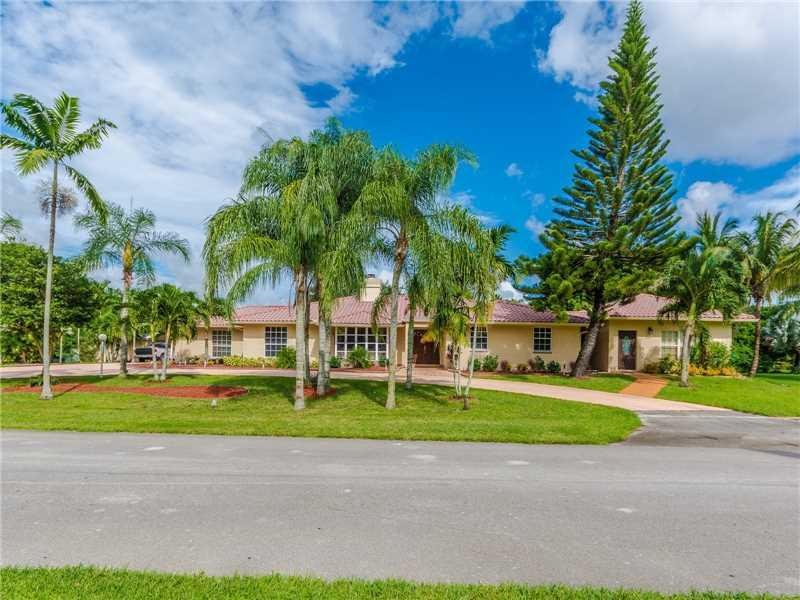1594 NW 114th Ter, Plantation, FL 33323 (MLS #A10145749) :: United Realty Group
