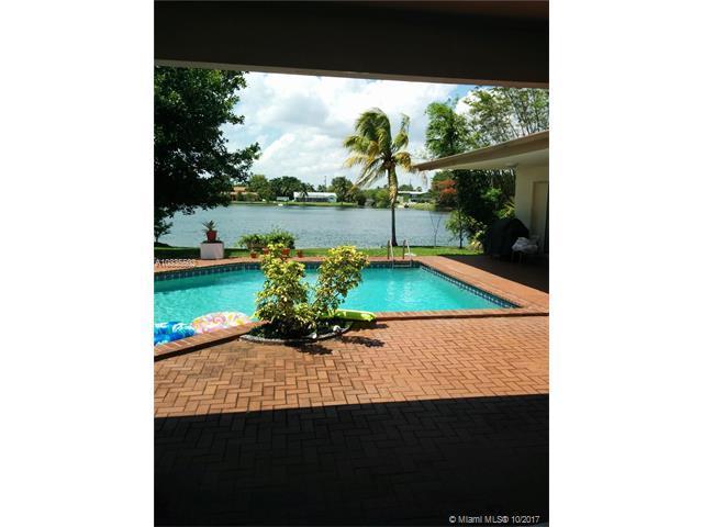 7101 SW 139th St, Palmetto Bay, FL 33158 (MLS #A10335502) :: The Riley Smith Group