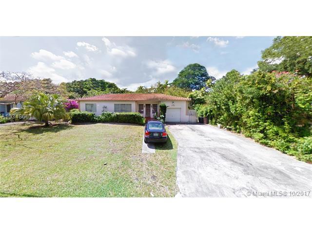 750 NE 113th St, Biscayne Park, FL 33161 (MLS #A10348661) :: The Jack Coden Group