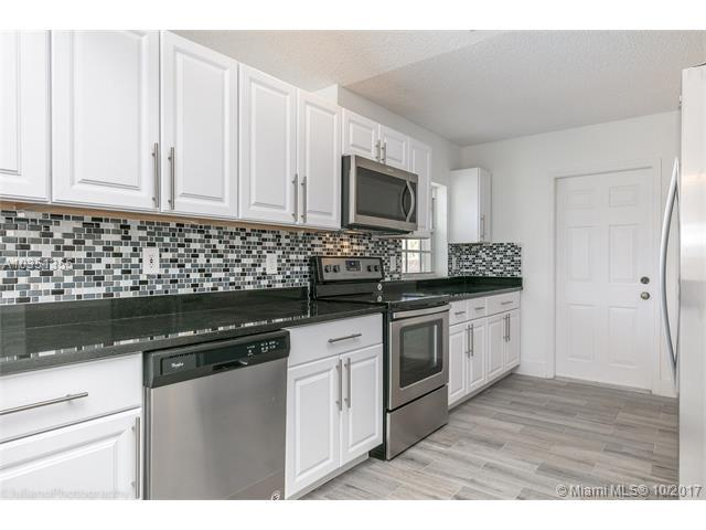 12645 SW 7th Pl, Davie, FL 33325 (MLS #A10351355) :: Green Realty Properties