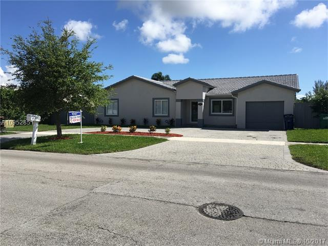 16951 SW 92nd Ave, Palmetto Bay, FL 33157 (MLS #A10352851) :: The Erice Team
