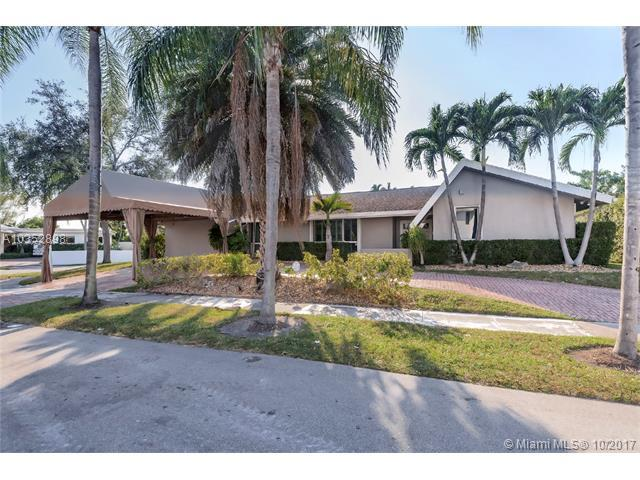 19700 NE 23rd Ave, Miami, FL 33180 (MLS #A10352898) :: The Teri Arbogast Team at Keller Williams Partners SW