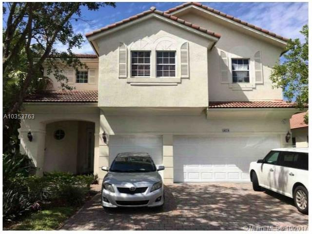1878 NW 74th Ave, Pembroke Pines, FL 33024 (MLS #A10353763) :: The Teri Arbogast Team at Keller Williams Partners SW